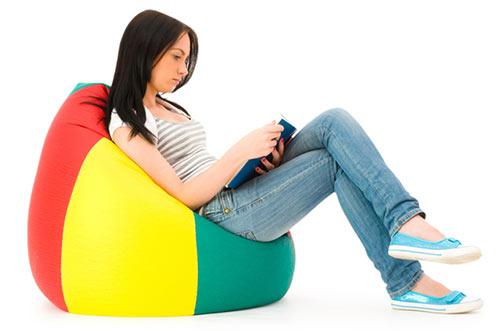 Afbeelding van iemand die aan het lezen is